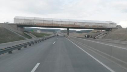 04. Schutzzelt über Autobahnbrücke